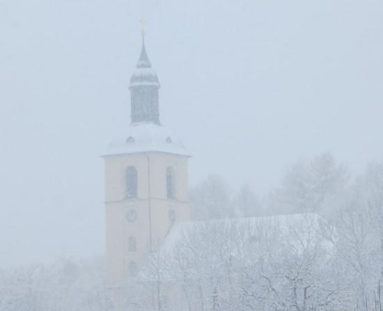 Evangelische Kirche im Schnee an Gründonnerstag 2015