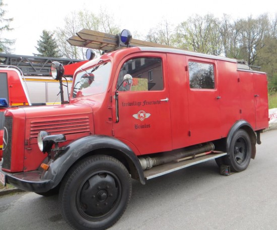 Altes Feuerwehrauto der Feuerwehr Brünlos