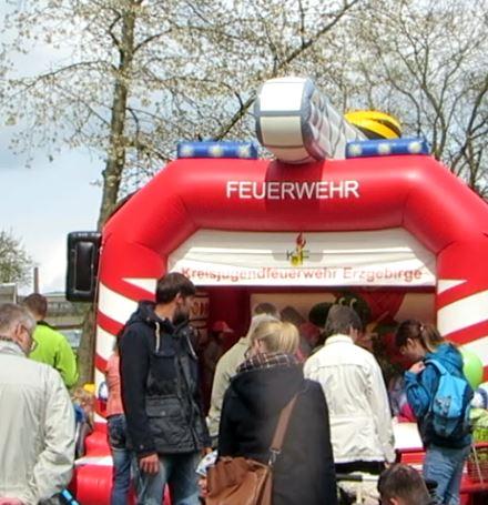 Die Hüpfburg darf auch bei der Feuerwehr nicht fehlen