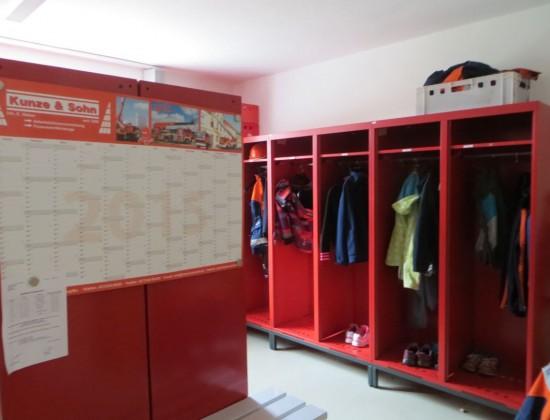 Der Umkleideraum der Feuerwehr Thalheim. Sieht ein bisschen aus wie beim FC Bayern München in der Umkleidekabine :-)
