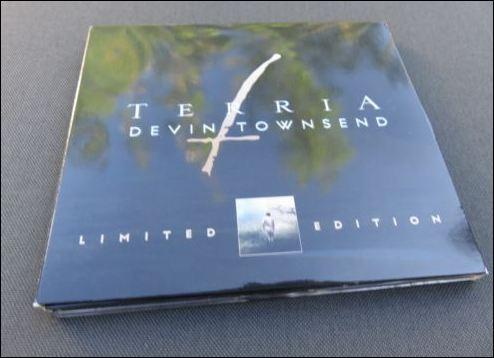 """Cover des Booklet der Linitierten Version des Davin Townsend Albums """"Terria"""""""