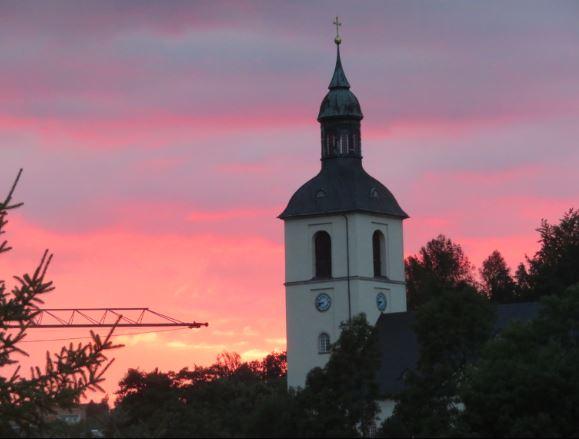 Abendrot und die Thalheimer Kirche