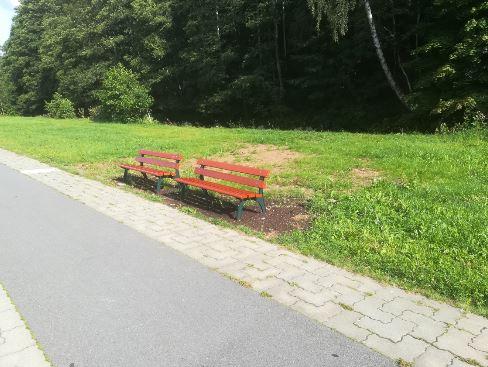 neue Bänke zum Sitzen am Radweg nach Meinersdorf